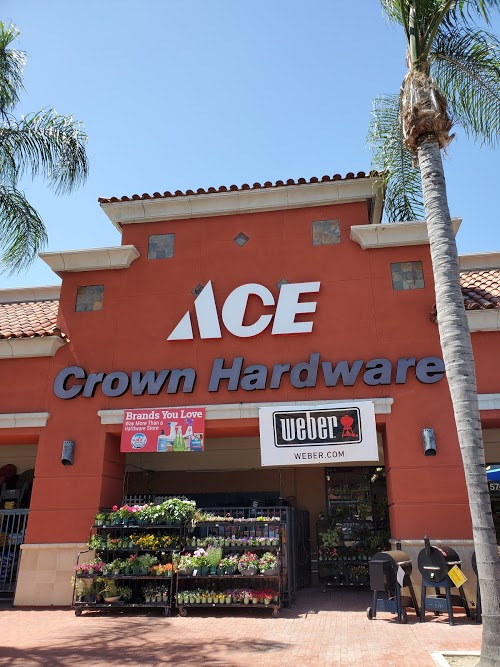 Foto de Crown Ace Hardware - Anaheim Hills